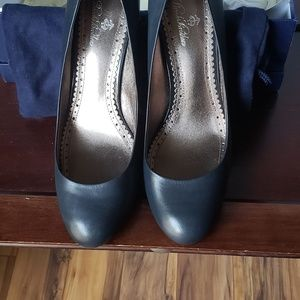 Brooks Brothers Navy Pumps w Patent Leather Heel